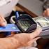Снять деньги с банковской карты можно на кассе магазина